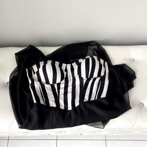 Ardene • Blαck&White stripes midi wαterfαll dress